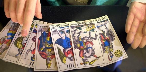 Posso Ver meu Futuro nas Cartas de Tarot