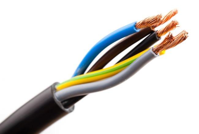 Cuidado com Fios Elétricos Perdidos na Instalação